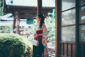 興聖寺にて振袖に袴のコーディネートで撮影