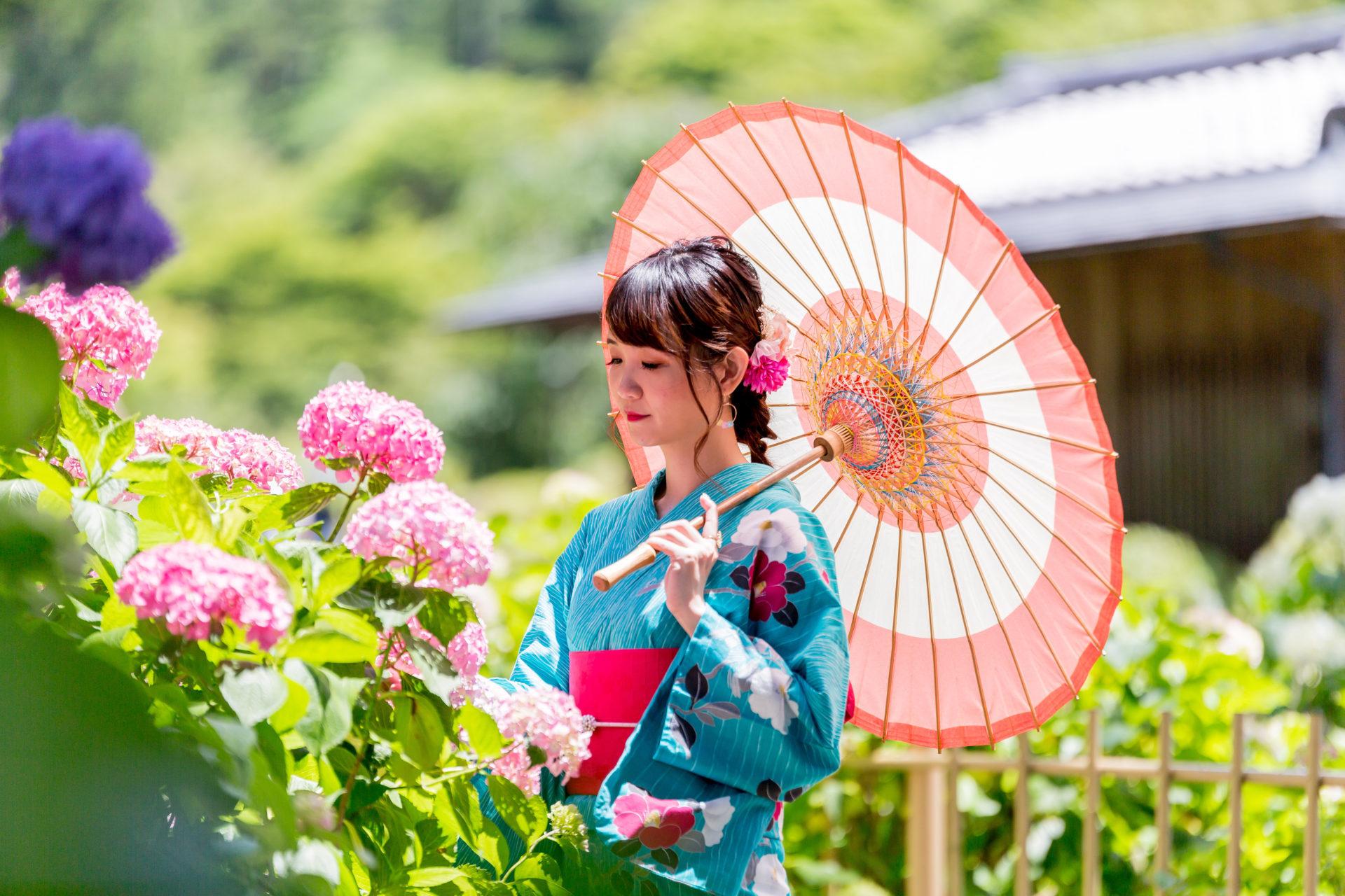 浴衣と和傘と紫陽花
