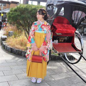 赤とからし色の袴コーデ